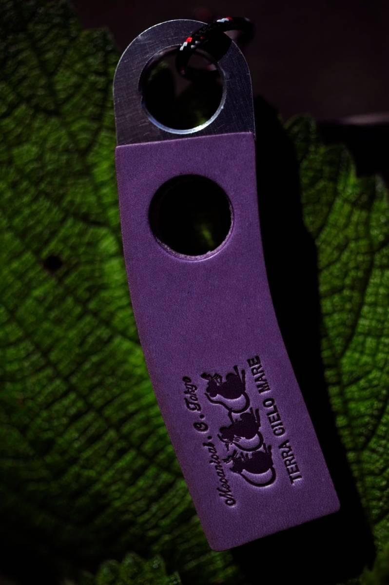 キーホルダー AFF 3 ジュラルミン特殊素材!イタリアンレザー製 TYPE C SIZE 全長 95mm × 横幅 25mm 厚み 14mm ブラウン&パープル