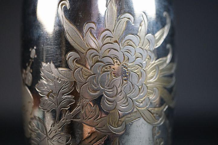 拍够购 日本代购 日本yahoo代购 yahoo代拍 japan代购 【五山】正広刻 四君子彫紋 純銀 花瓶 n-17