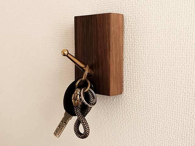 真鍮+ウッド 壁掛けフック(ネジ付き) ブラス インテリア 雑貨 日用品 工具 鍵掛け ステーショナリー ゴールド 帽子 バッグ _画像5