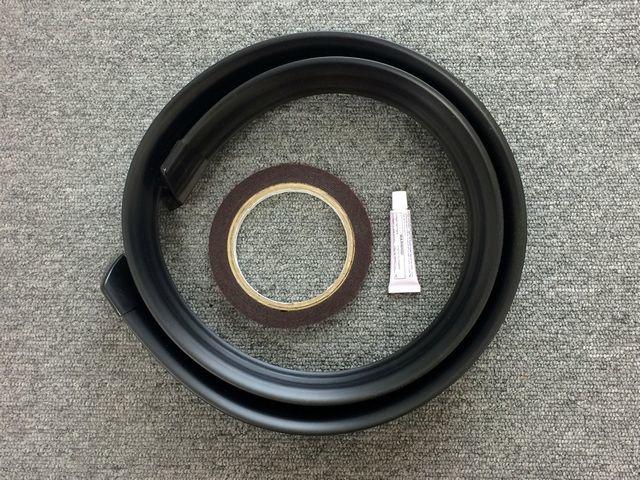 汎用 リアスポイラー ブラック 黒 トランク ルーフ ボンネット 132cm カット サイズ調整 可能 エンドキャップ付 エアロ 空力 リアウイング_画像7