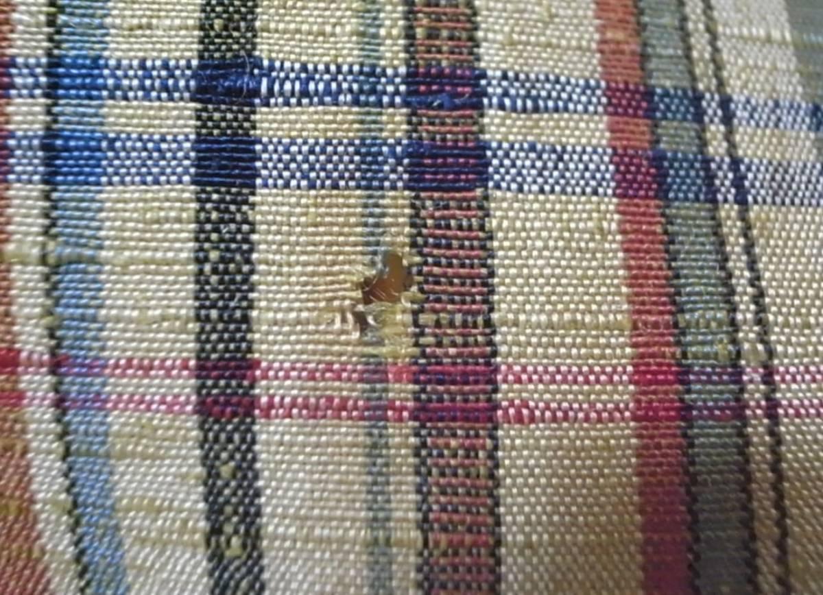 【着物のちさと屋】C181 着物・紬 長着 単衣 正絹紬織 黄土色地・格子柄模様 リメイク素材に!_長期保管による虫食い穴 数か所あり