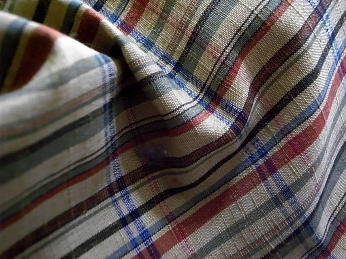 【着物のちさと屋】C181 着物・紬 長着 単衣 正絹紬織 黄土色地・格子柄模様 リメイク素材に!_生地模様拡大