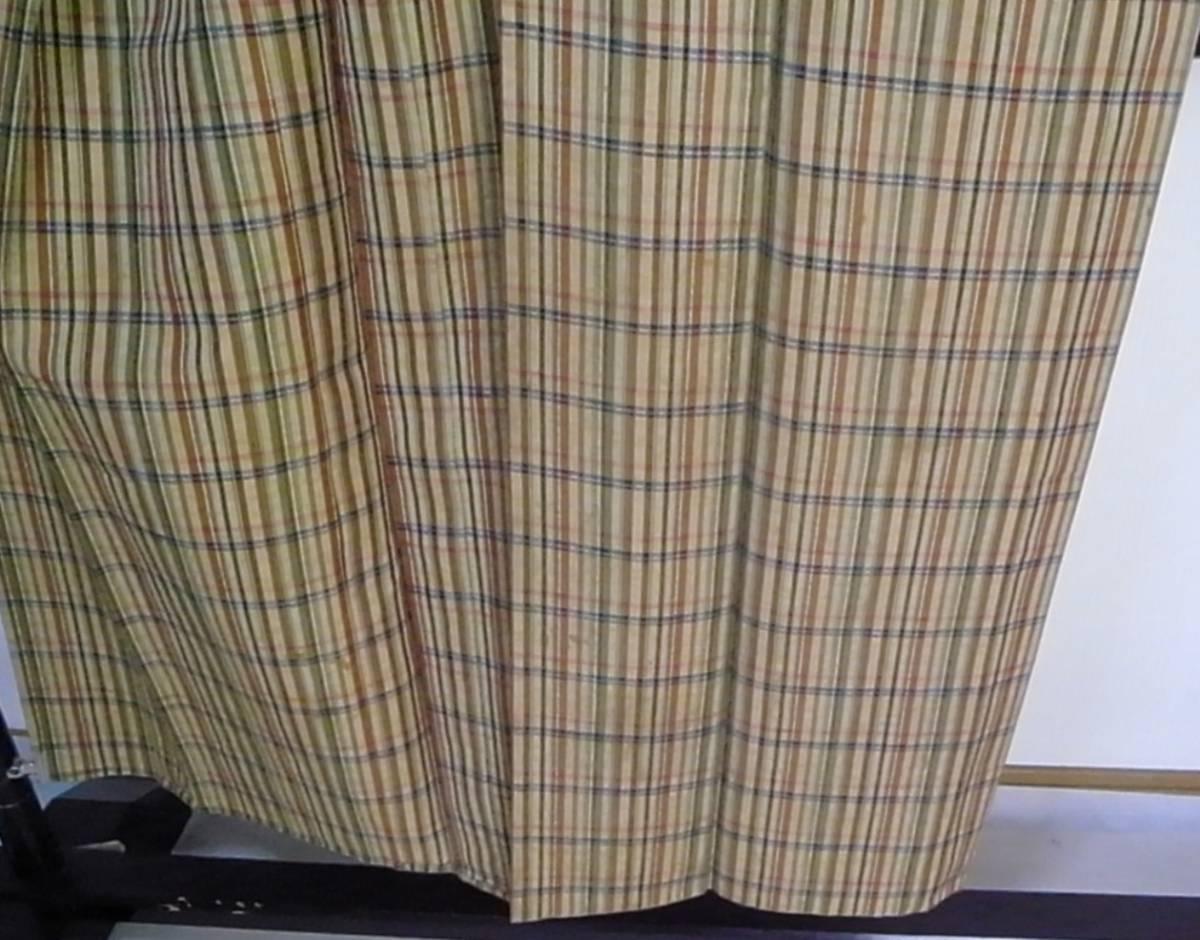 【着物のちさと屋】C181 着物・紬 長着 単衣 正絹紬織 黄土色地・格子柄模様 リメイク素材に!_上前裾