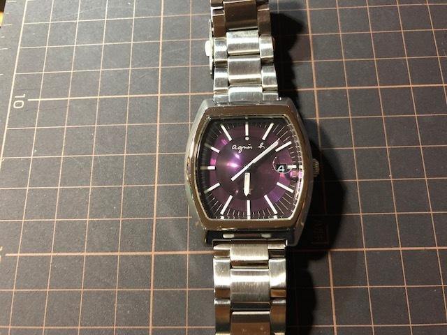KK113 良品程度 レア agnes.b/アニエスベー デイト パープル文字盤 トノー 純正SSブレス 7N32-0DB0 クオーツ メンズ 腕時計_画像3