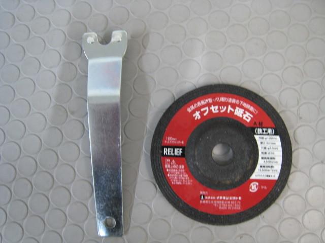 YK64電動工具★100mmディスクグラインダーGS-600K/ダイヤモンドカッター・レンチ、ラバーマット_画像6