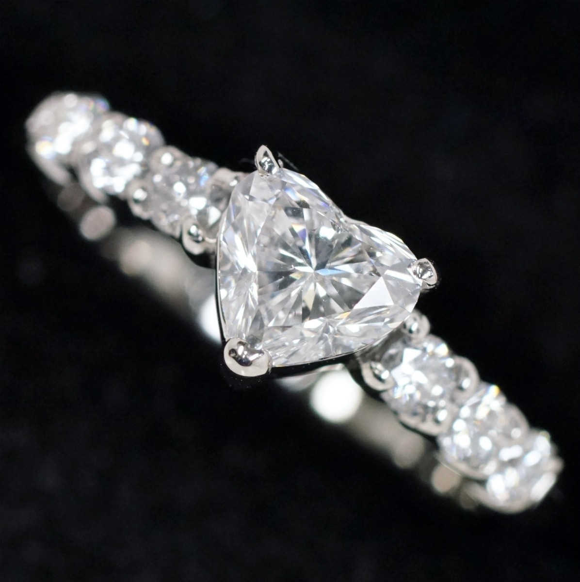ハートシェイプカットダイヤモンド0.558ct Eカラー SI2 / ダイヤ0.23ct Pt900 リング_画像1