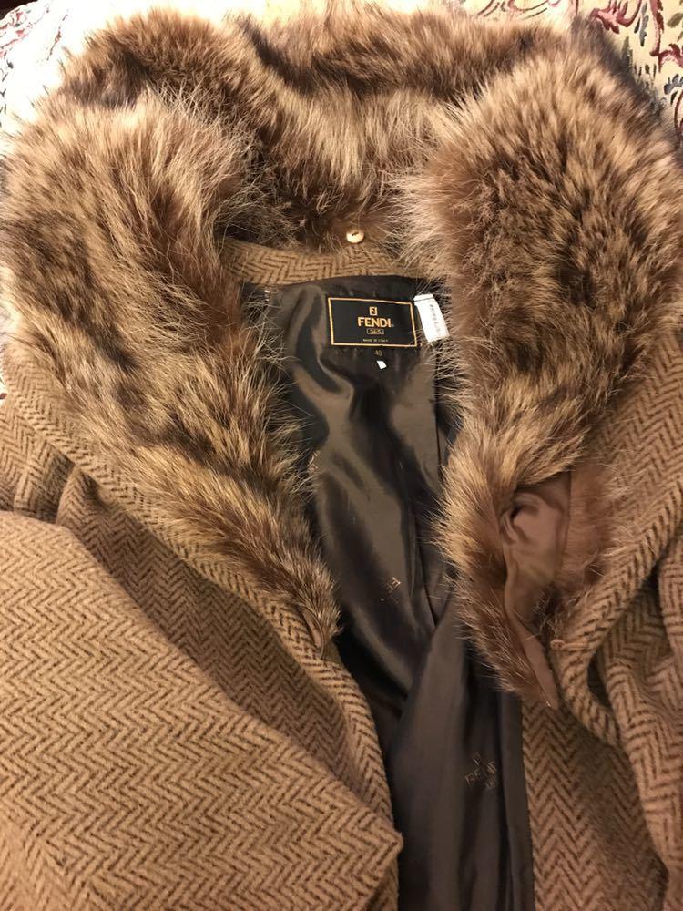 最高級本物正規品フェンディFENDIウール&アルパカ毛皮襟付キャメル色ロングコート40、42sizeの方リアルファークリスマスパーティーITALY製_画像7