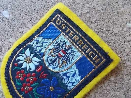 70s オーストリア STERREICH ワシ ビンテージ フェルト ワッペン/鷲スーベニア紋章アップリケ王冠パッチ旅行エンブレム土産アルプス山脈_画像3