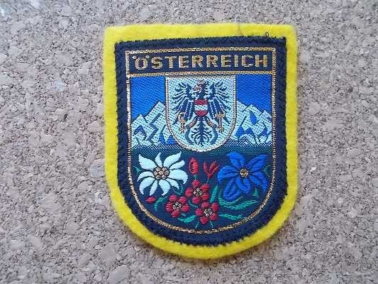 70s オーストリア STERREICH ワシ ビンテージ フェルト ワッペン/鷲スーベニア紋章アップリケ王冠パッチ旅行エンブレム土産アルプス山脈_画像1