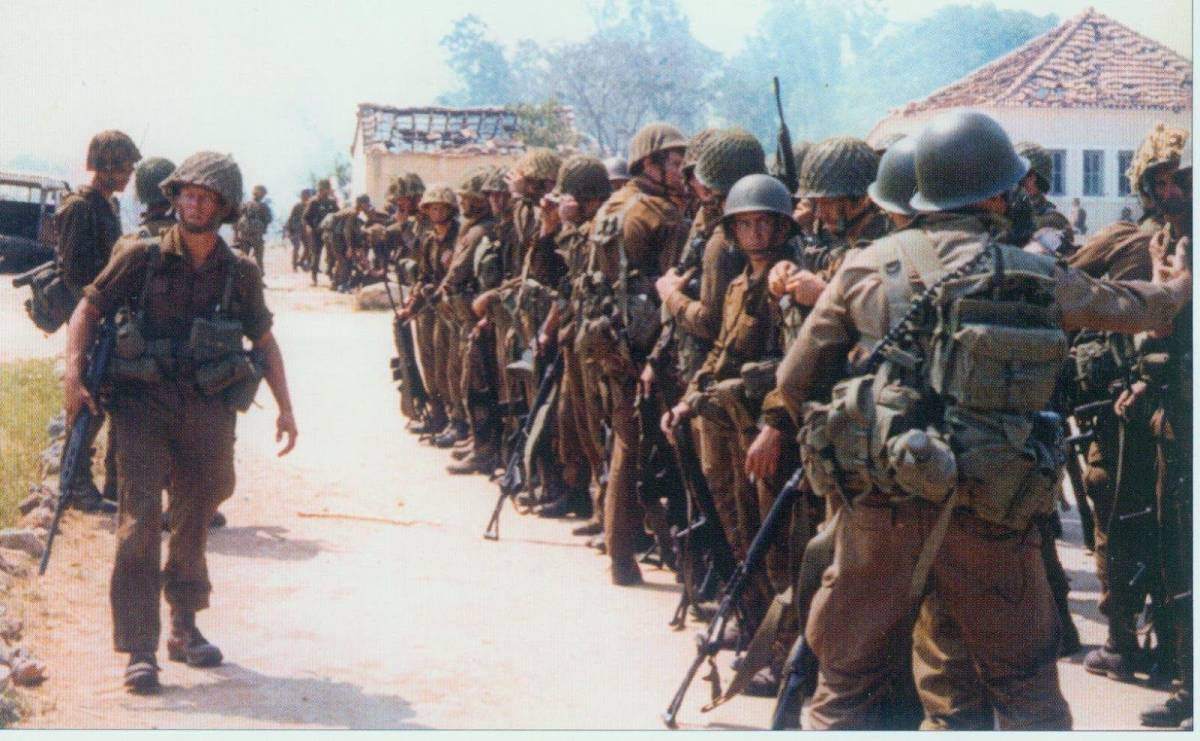 実物 南アフリカ軍 最初期型ニュートリアブラウン 戦闘服上下セット 真正コレクター向け 希少メーカー製 特殊部隊 RECCE 32大隊 _画像8