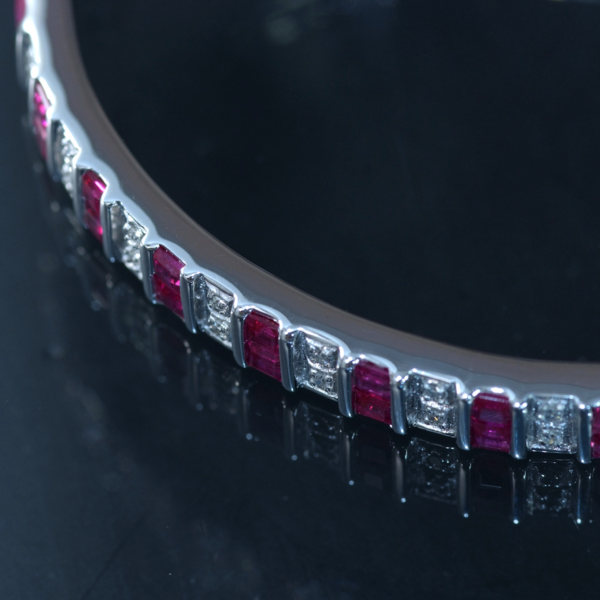 F0241 美しいルビー2.64ct 天然絶品ダイヤモンド0.12ct 最高級14金WG無垢バングル 腕周り15.5cm 重量15.06g 縦幅6.09mm_画像4