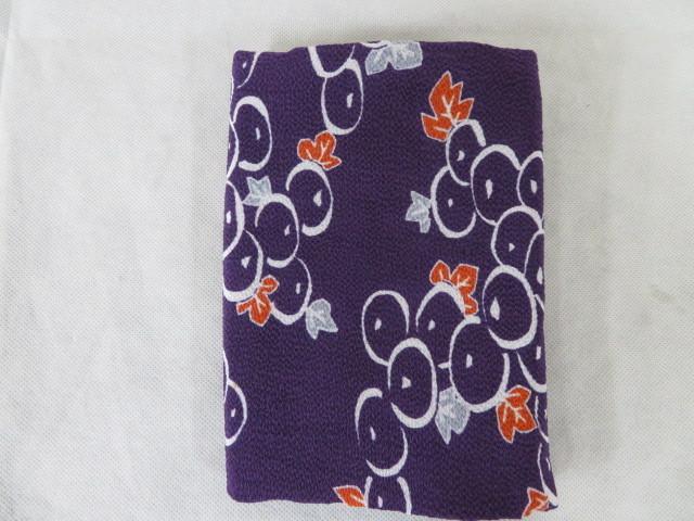 未使用保管 ちりめん 小風呂敷 ぶどう絵柄 紫 68cm×65cm レーヨン100% 箱入り_画像7