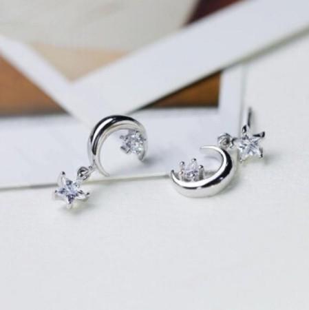 B80 1円~ 新品 銀シルバー ファッション 星と月のクリスタルピアス 左右対称でないイヤリング 揺ら揺らイヤリング 女性_画像7