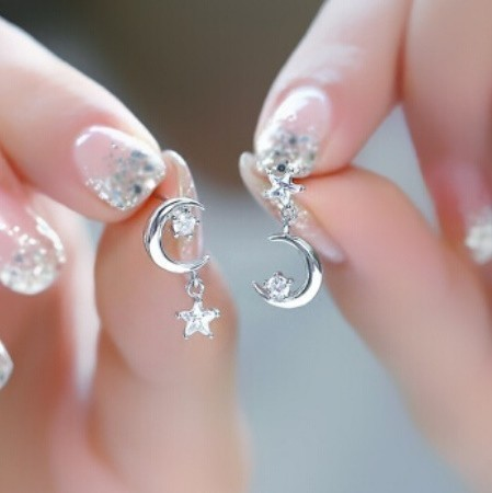 B80 1円~ 新品 銀シルバー ファッション 星と月のクリスタルピアス 左右対称でないイヤリング 揺ら揺らイヤリング 女性_画像1