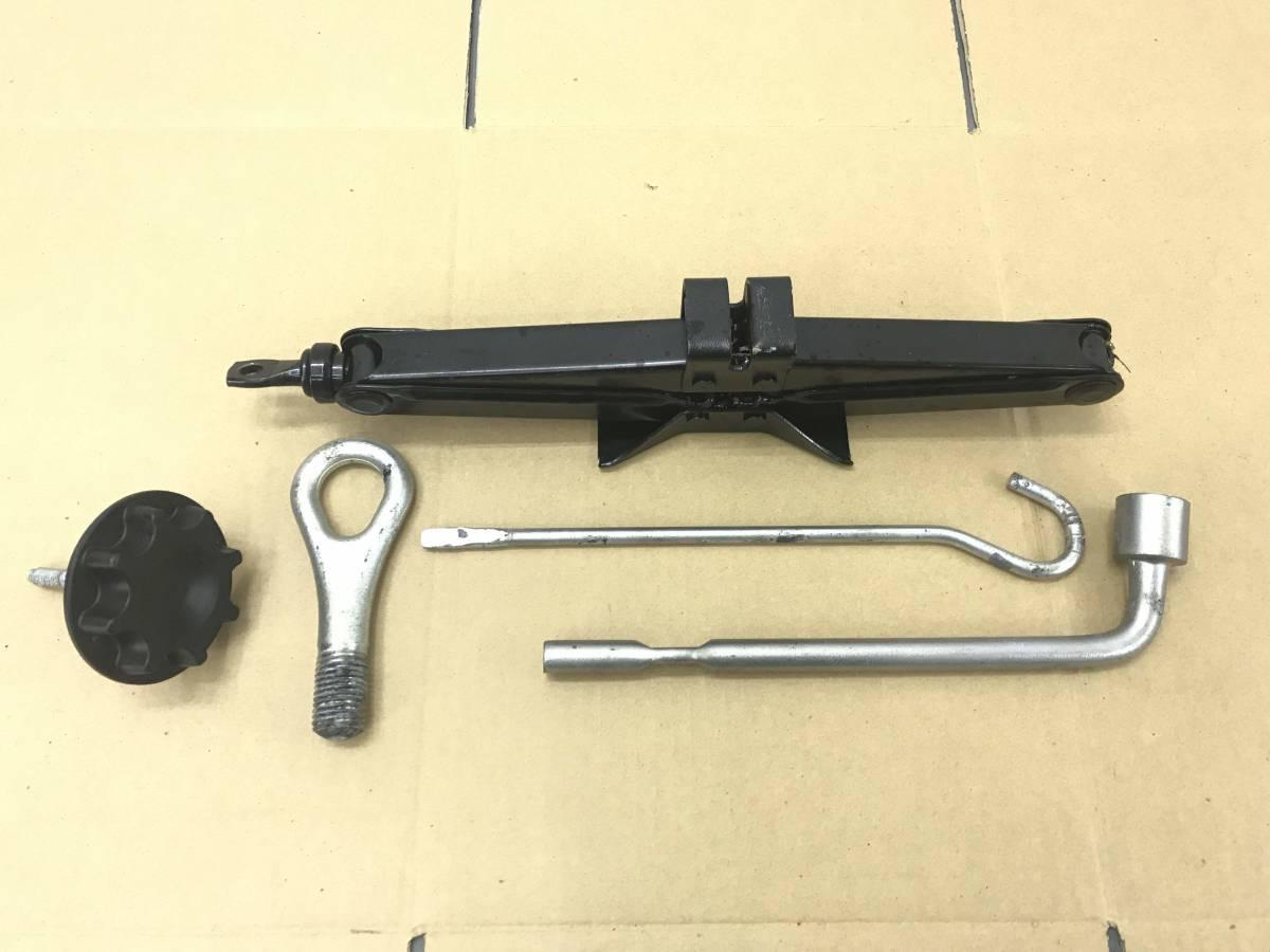 _b20101 ダイハツ タント Xリミテッド DBA-L375S 車載工具 パンタグラフジャッキ L385S_画像1