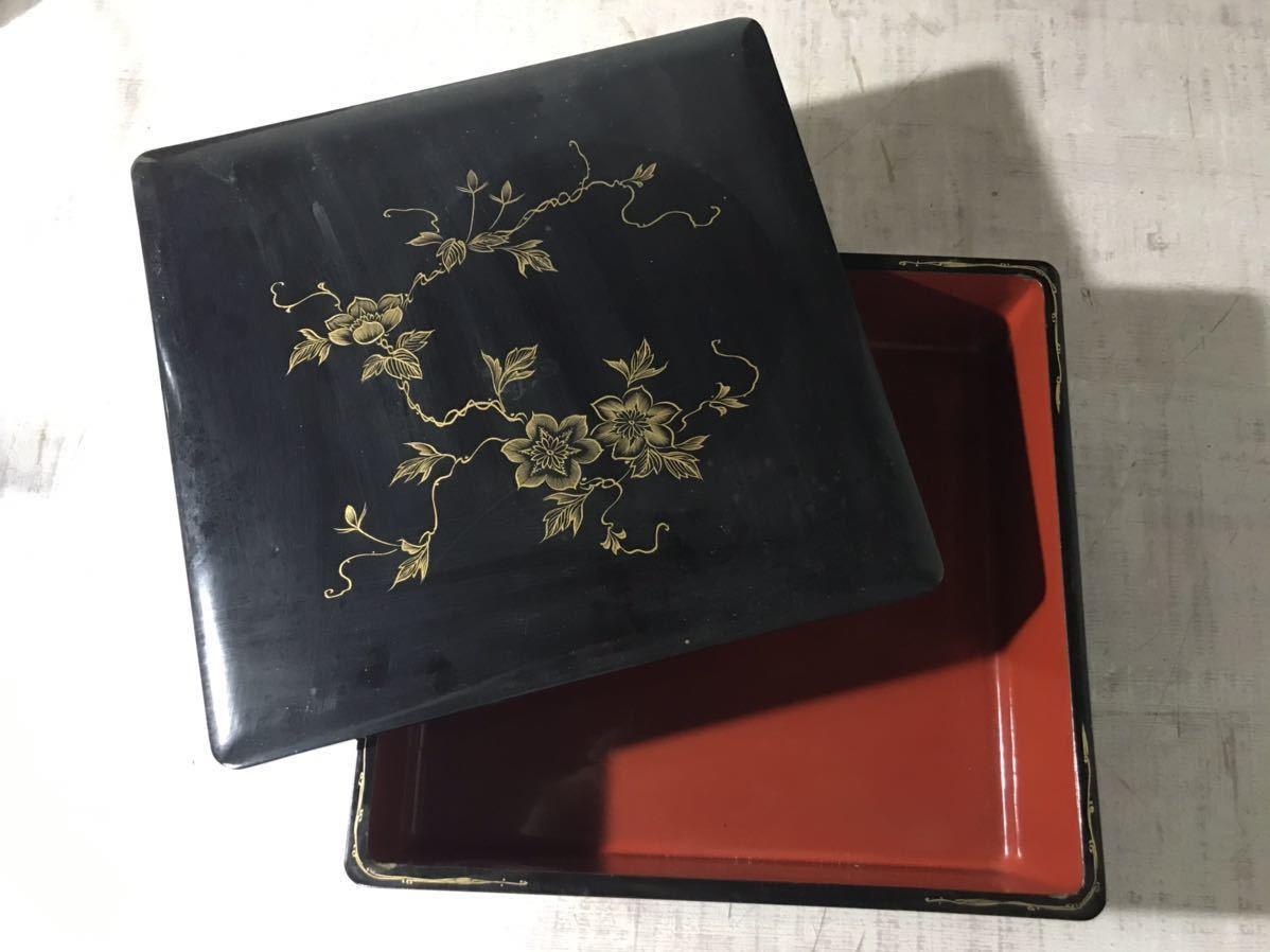 1203-1 蔵出し 米沢旧家排出品 時代物 黒漆 金蒔絵 五段重 元箱付き 中古現状品_画像3