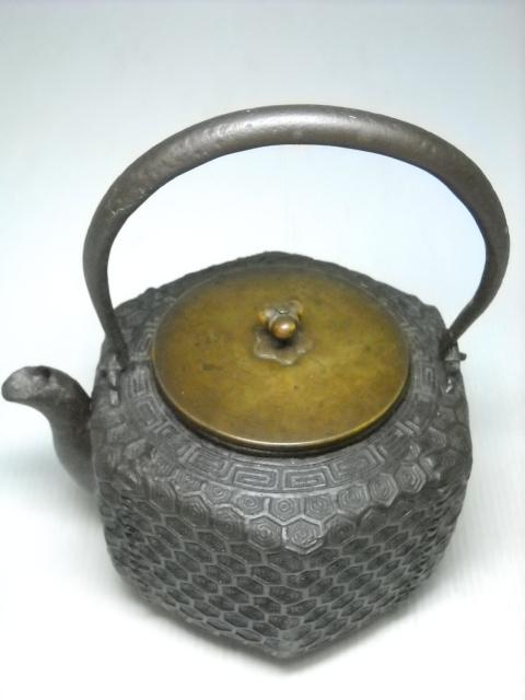 【蔵出】⑥古い時代鉄瓶 亀甲紋 雷紋 六角鉄瓶 龍文堂造 時代物
