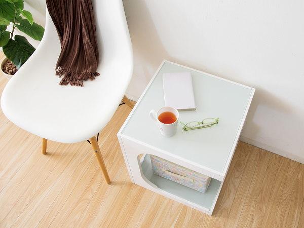 サイドテーブル (白) ソファサイド ナイトテーブル ガラス天板 モダン シンプル おしゃれ_画像2