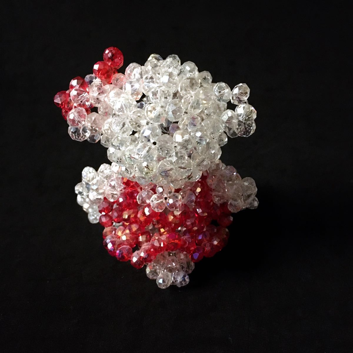 【ビーズキット】8mmガラスビーズ・クマ女の子・白×赤