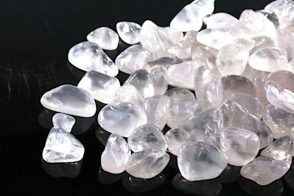 【送料無料】 200g さざれ 大サイズ ミルキー クオーツ 乳白 水晶 パワーストーン 天然石 ブレスレット 浄化用 さざれ石 チップ ※5_画像4