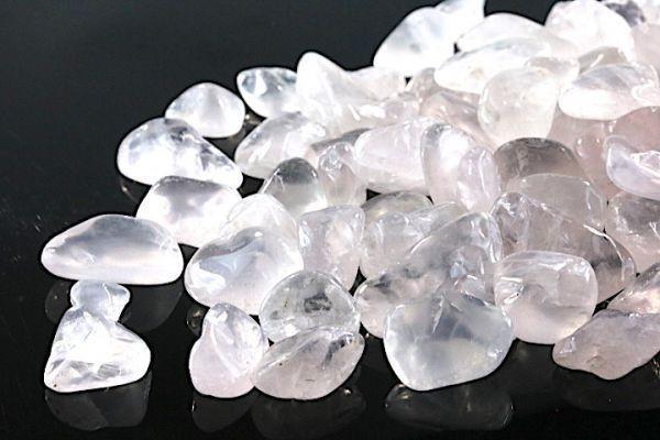 【送料無料】 200g さざれ 大サイズ ミルキー クオーツ 乳白 水晶 パワーストーン 天然石 ブレスレット 浄化用 さざれ石 チップ ※5_画像2