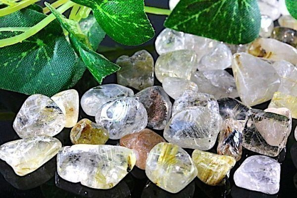 【送料無料】 200g さざれ 中サイズ ルチル & ガーデン クオーツ 水晶 パワーストーン 天然石 ブレスレット 浄化用 さざれ石 チップ ※5_画像1