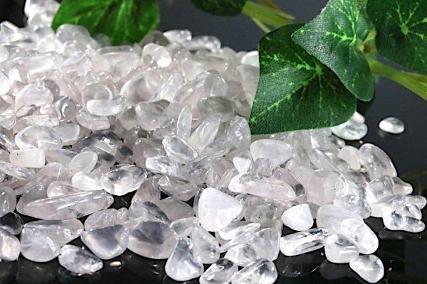 【送料無料】 200g さざれ 小サイズ ミルキー クオーツ 乳白 水晶 パワーストーン 天然石 ブレスレット 浄化用 さざれ石 チップ ※5_画像3