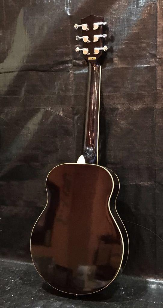 e16 必見 ! 中古品 現状品 KGarage CD-M180TBK アコースティックギター ケーガレージ 弦楽器 ケース付き !_画像2
