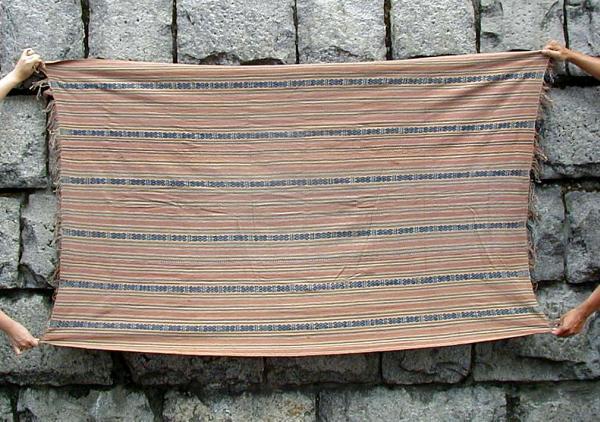 インドネシア・西ティモールTTSボティ村の総自然色イカット(B)