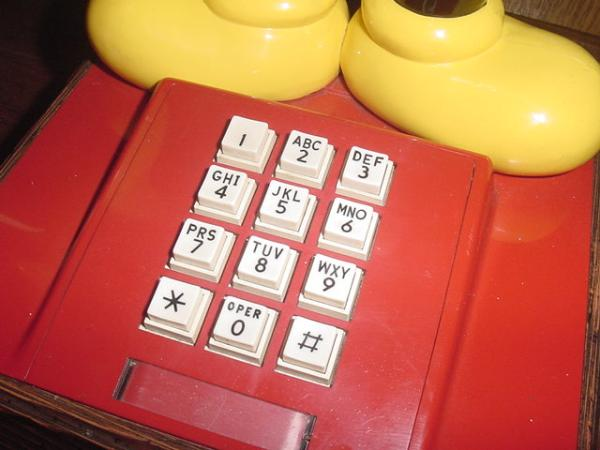 送料不要♪ディズニー1970年代USAアメリカ米国アンティークミッキーマウスの可動電話機_アメリカンなプッシュボタン