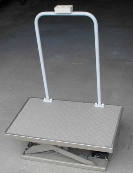立ち乗りで使用する段差解消機☆段差解消スタンディングリフト