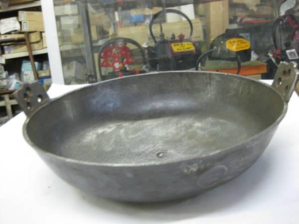 昭和に仕入れた、ちょっと難のある鉄鋳物の煎り鍋30cm_画像2
