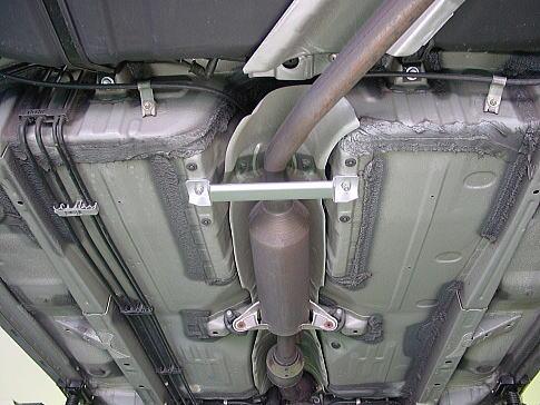 ◆送料無料!カローラフィールダー フロアサポートバー簡単装着ボディ補強!体感!_装着画像(全体)