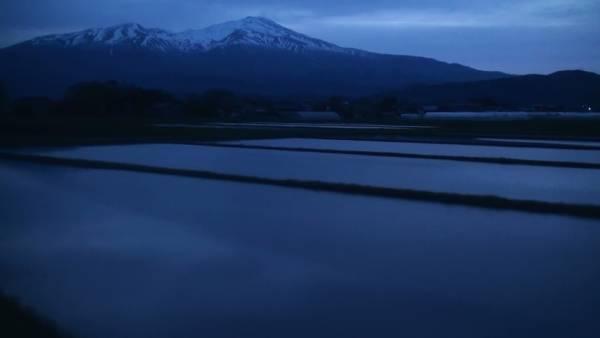 寝台特急「日本海」 車窓 大阪→青森 (字幕無/有BD-R DL2枚組)_鳥海山を望む