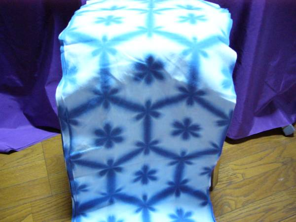 雪花絞り 反物 藍染 試行錯誤 当社で染める 手作りの難しさ 古典的 未使用 1点物_画像2