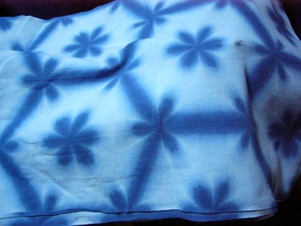 雪花絞り 反物 藍染 試行錯誤 当社で染める 手作りの難しさ 古典的 未使用 1点物_画像3