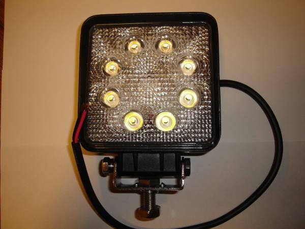 角度調整機能付き 高輝度LED3W×9 角型ライト 長寿命 建機 ユンボ 重機 ダンプ トラック タイヤショベル ローラー ブルドーザー_お送りする商品はLED×9です。