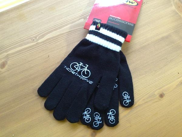 新品★自転車柄★NORTHWAVE Magic Gloves アクリル製手袋!_手の甲には大きめの自転車とロゴ。