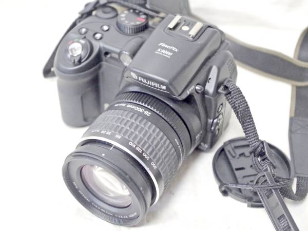 ☆FujiFILM/富士フイルム 高級コンデジ FinePix S9000☆C-2