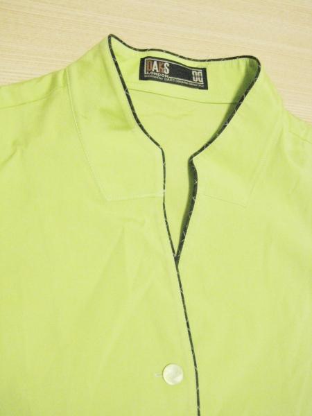 f9 DAKS ダックス 個性的な黄緑色のデザイン シャツ レディース_画像3