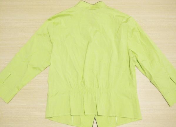 f9 DAKS ダックス 個性的な黄緑色のデザイン シャツ レディース_画像2