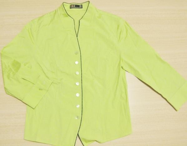 f9 DAKS ダックス 個性的な黄緑色のデザイン シャツ レディース