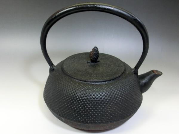 鉄瓶■アラレ 茶瓶 急須 松ぼっくり摘み 大きい 大振り お茶道具 骨董品 古美術■_画像2