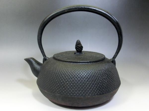 鉄瓶■アラレ 茶瓶 急須 松ぼっくり摘み 大きい 大振り お茶道具 骨董品 古美術■_画像1