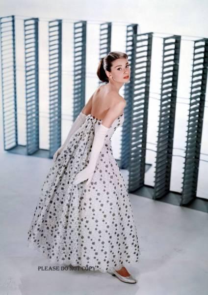 オードリー・ヘプバーン Audrey Hepburn カラーフォト 3枚付き