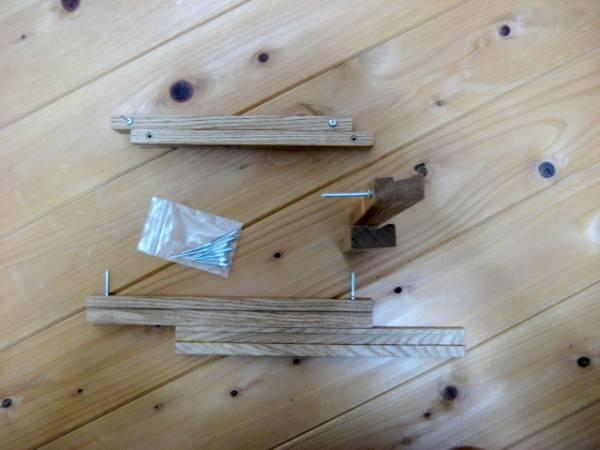 天然木のディスプレイバー  飾り棚 ナチュラル カントリー_スチール製のシャフトを刺し取り付けます。