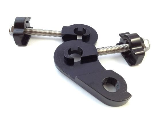 10mm 汎用ディレイラーハンガー&チェーンテンショナー_トラックエンドに挟み込んで使います