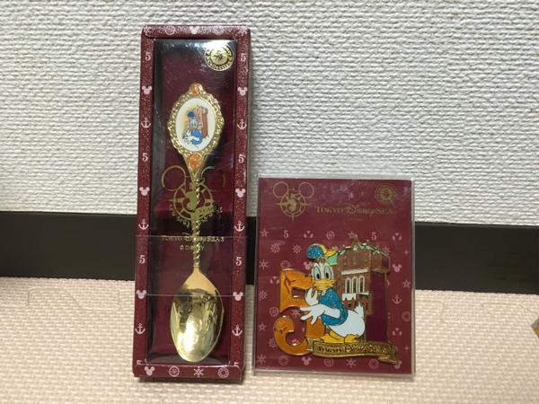 ドナルド☆スプーン☆バッジ☆TDS5周年☆ディズニー☆送料無料 ディズニーグッズの画像