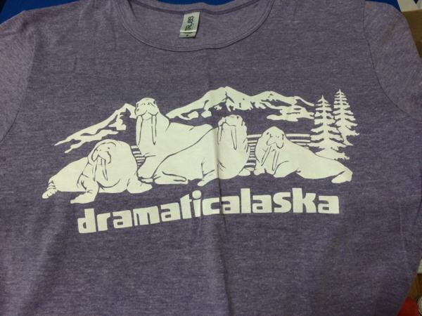 ドラマチックアラスカ ドアラ Tシャツ 紫