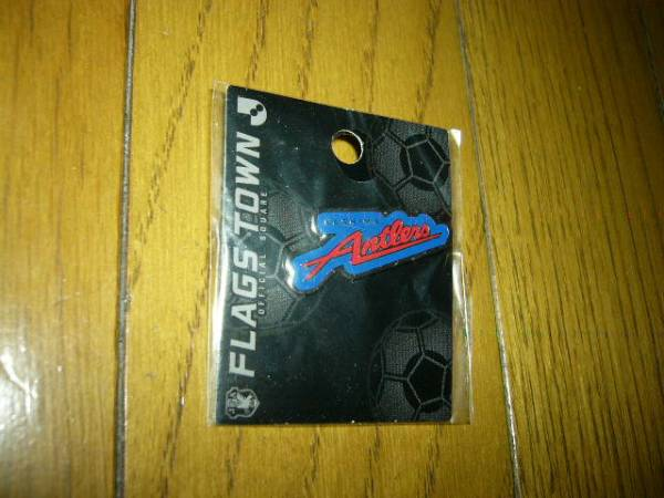 サッカー(鹿島アントラーズのピンバッチ)ロゴカラー青赤で未使用